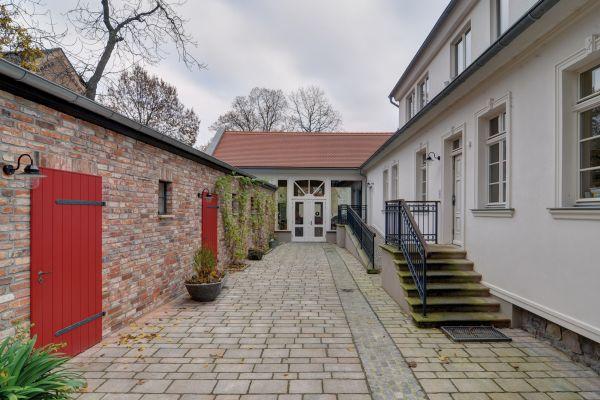 Innenhof nach der Sanierung: RITTERGUT BARBY